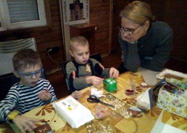 Участники предрождественского мастер-класса сделали сувениры и написали добрые письма